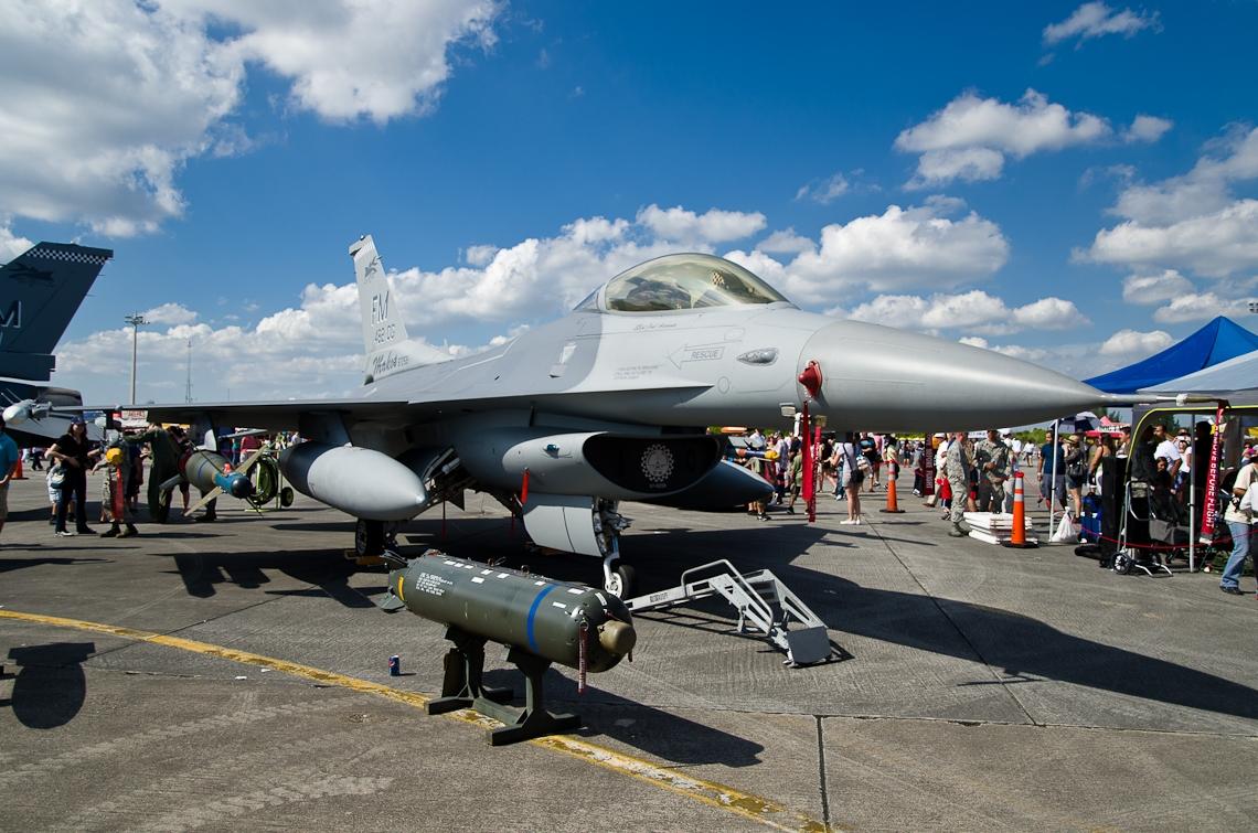 Авиашоу, Хоумстэд / Airshow, Homestead, FL, General Dynamics F-16 Fighting Falcon